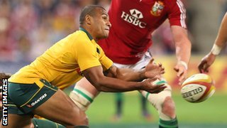 Will Genia passes from the base of a ruck