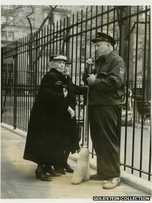 Print from Maier's house: old woman and a policeman