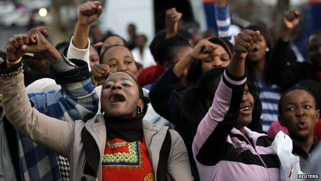 A group of Pretoria residents sing for Nelson Mandela