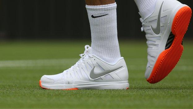 Federer's Wimbledon footwear banned