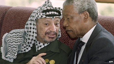 Yasser Arafat and Nelson Mandela (Cairo, 1993)