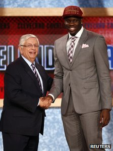 Canadian Anthony Bennett shakes hands with NBA Commissioner David Stern in Brooklyn, New York, 27 June 2013