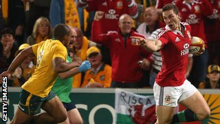 George North points at Will Genia