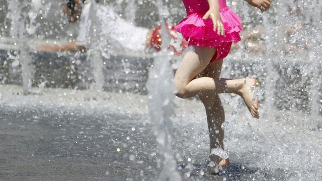 Betty Lu Guapo, 4, cools off in the heat at the Los Angeles Fountain