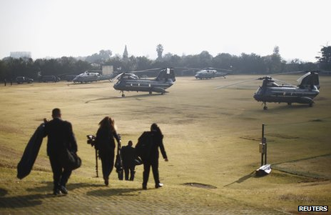 White House staff walk towards helicopters in Johannesburg, 29 June