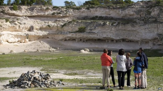 Obamas in quarry on Robben Island, 30 June 2013