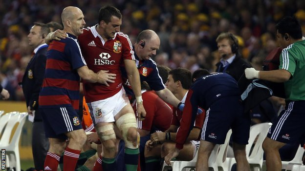 British and Irish Lions captain Sam Warburton (centre)