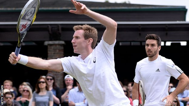 Jonathan Marray (left) and Colin Fleming during their defeat