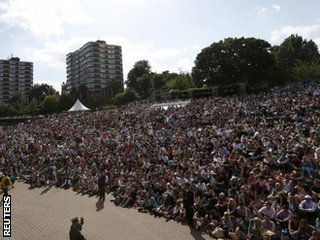 Fans in Henman Hill