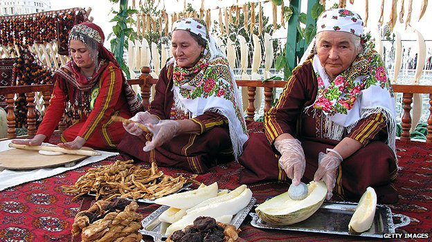 Women preparing melons