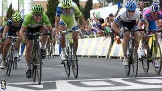 Mark Cavendish (left) winning in Montpellier in 2011