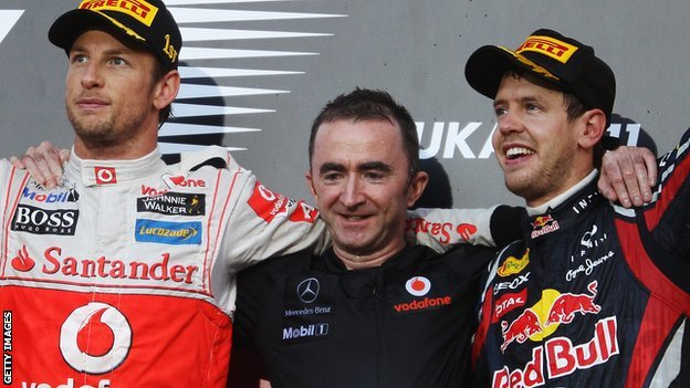 Paddy Lowe (centre)