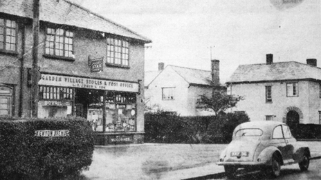 The original shop was on the junction of Kenyon Avenue and Ffordd Estyn