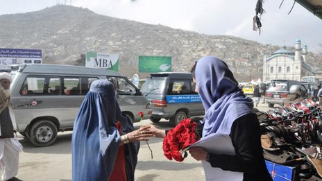 Distributing roses