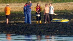 Thorness beach dinghy rescue