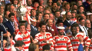 Shaun Edwards holds the Challenge Cup aloft in 1988