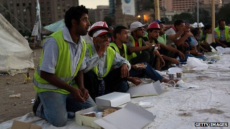 Morsi opponents break fast on Tahrir Square - 11 July