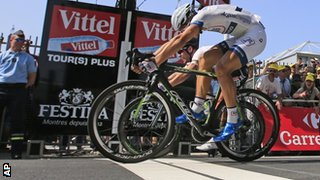 Marcel Kittel beats Mark Cavendish in Tours on stage 12