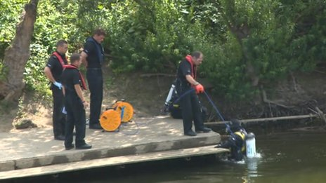 Search teams in the River Severn