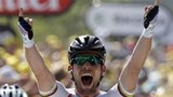 Mark Cavendish celebrates winning stage 13
