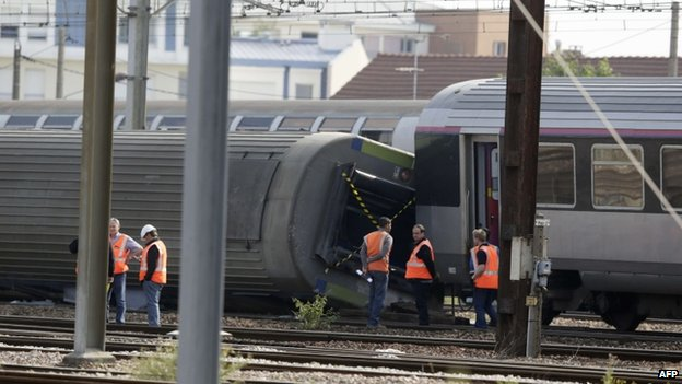 Scene of train crash south of Paris, 13 July 2013