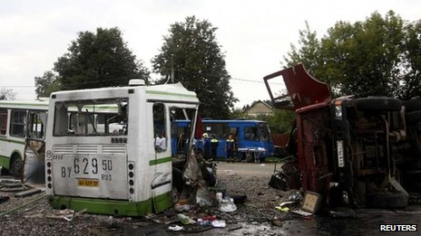 Bus and lorry crash site outside Moscow (13 July 2013)