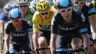 Geraint Thomas (front) and Chris Froome (yellow)