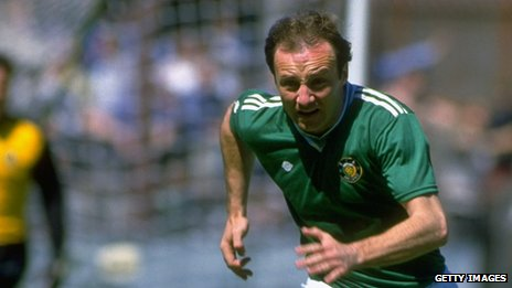 Dave Langan playing for Republic of Ireland