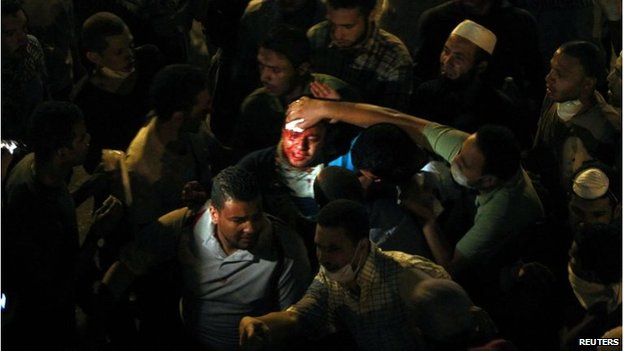 An injured man in crowds in Cairo (15 July 20130