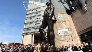 Sir Bobby Robson statue