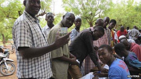 People line up to receive their voter identification cards in Senou on 29 June 2013