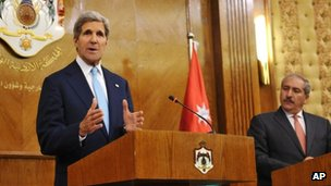 US Secretary of State John Kerry (left) and Jordanian Foreign Minister Nasser Judeh in Amman, Jordan 17 July 2013