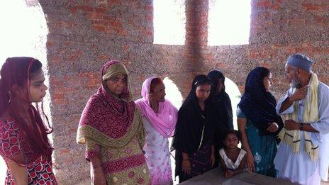 Visitors at Mr Quadri's Taj Mahal