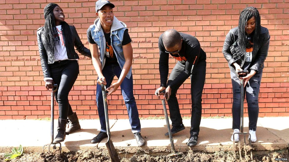Four of Nelson Mandela's grandchildren - Adjoa Amuah, Mbuso, Zondwa and Tukwini (from left to right) - work on a garden, Mamelodi township, outside Pretoria (18 July)