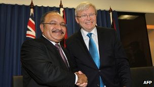 Australian Prime Minister Kevin Rudd, (R) and Papua New Guinea's Prime Minister Peter O'Neill (L) pose after exchanging documents for a policy on asylum seekers in Brisbane on 19 July 2013
