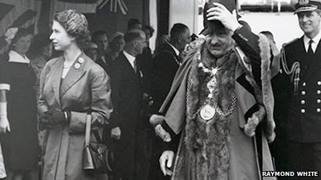 Queen Elizabeth II and mayor