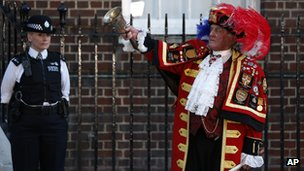 Town crier Tony Appleton announcing the royal birth