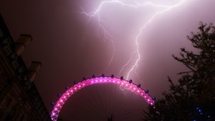 Lightning at the London Eye