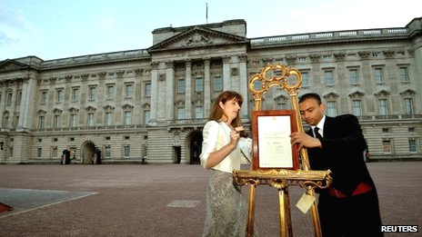 A notice formally announcing the birth of a son to Prince William and Catherine, Duchess of Cambridge, is erected in the forecourt of Buckingham Palace