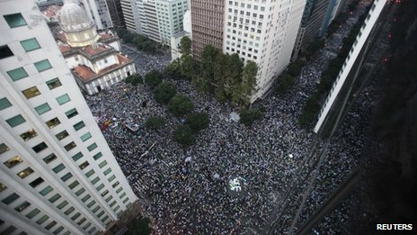 A general view shows demonstrators waiting before a protest in Rio de Janeiro on 20 June, 2013