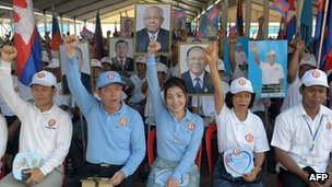 Supporters of Cambodian People's Party (CPP) shout slogan during the general election campaign in Phnom Penh, 27 June 2013