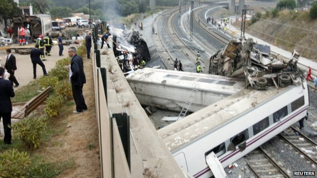 Rescue workers pull victims from train crash near Santiago de Compostela on 24 July 2013