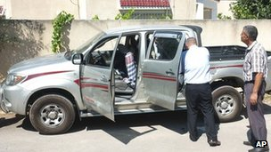 Police inspect Mohamed Brahmi's car (25 July 2013)