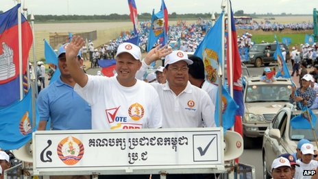 This photo taken on 21 July 21 2013 shows Hun Sen's youngest son Hun Many (C), a parliamentarian candidate from Cambodian's People's Party (CPP), in Phnom Penh