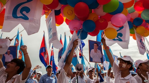 Supporters prepare to release balloons during a pre-election rally for the ruling Cambodian People's Party on 26 July 2013 in Phnom Penh, Cambodia