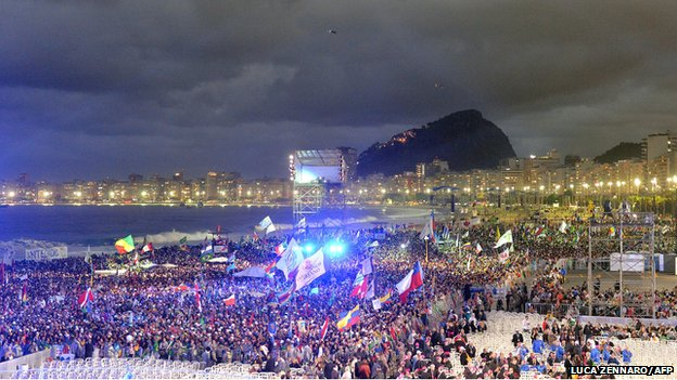 Crowds wait for Pope on Copacabana beach