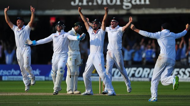 England celebrate a wicket against Australia