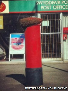 Bees on a postbox - photo by Siany