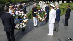 US President Barack Obama lays a wreath alongside US and Korean officials at the Korean War Veterans Memorial, 27 July