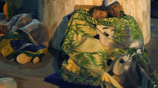 Sleeping pilgrims in Rio de Janeiro (27 July 2013)